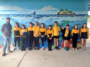 Coastal & Marine Project Manager Hamish Longbottom with Cervantes Primary School students.