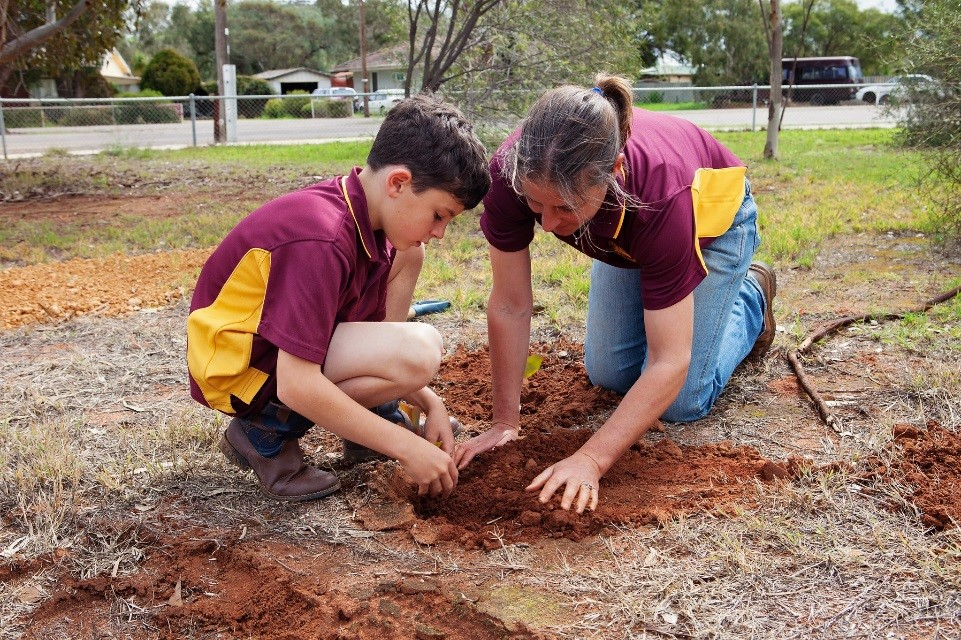 Chapman Valley Primary School students and families lending a helping hand to plant native bush food seedlings. Photos courtesy of Chapman Valley Primary School.