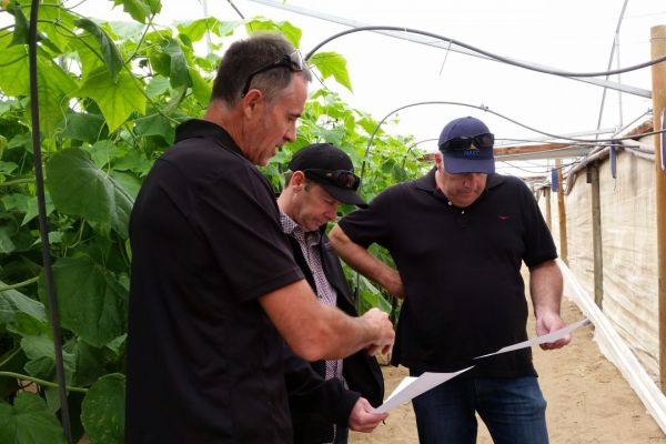 Department of Environment and Energy representatives visit Sun City Produce Farm Demonstration Site