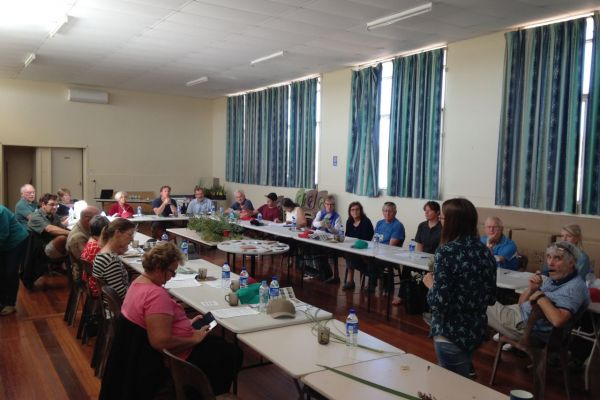 Keen gardeners attended the Seabird workshop to learn about water-wise coastal native gardens.